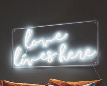 有趣時尚的霓虹燈具 點亮一室的溫馨愜意