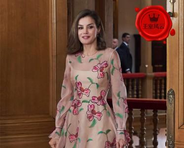 王室风云:谁还不是个小仙女?戴妃凯特穿印花裙美哭!