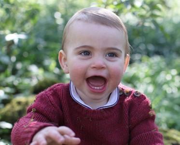 王室风云:1岁小儿子竟跟妈妈凯特一毛一样!
