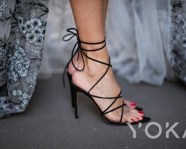露趾凉鞋:蕾哈娜、金小小妹都在穿的拉腿神器