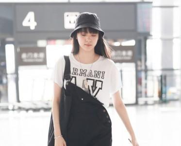 �W�娜娜少女感�M�M的秘�E原�硎且�l背�А友�!
