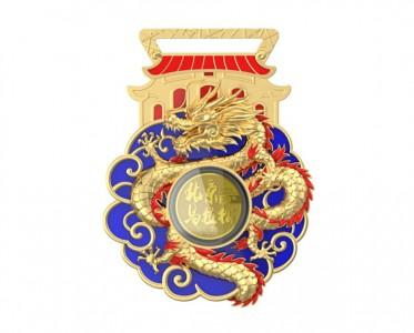 六福珠寶鑲足金金章完賽獎牌致敬北馬精神