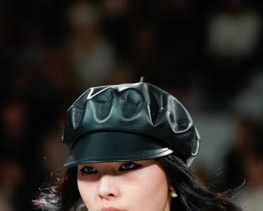 红唇、下眼线 盘点来自巴黎时装周的吸睛look