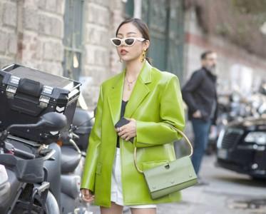 时髦人都在穿的彩色皮衣才是春天!