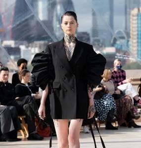Alexander McQueen 2022春夏女装系列