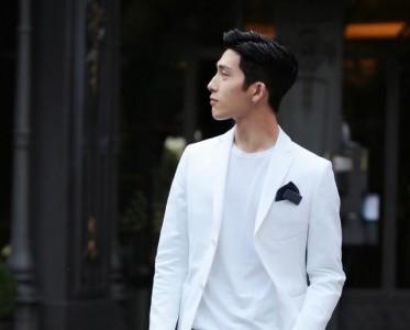 春夏换季来件白色外套  做个清爽的减龄男生吧!