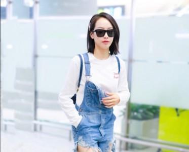 白TEE x 水洗蓝牛仔裤 夏日最清爽的经典CP