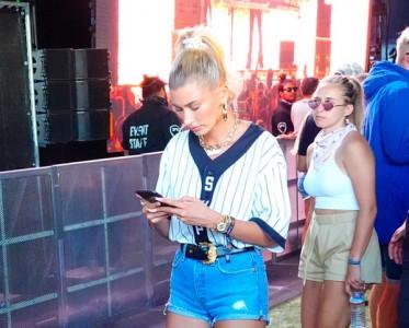 一条牛仔短裤 可以从Coachella疯到草莓音乐节