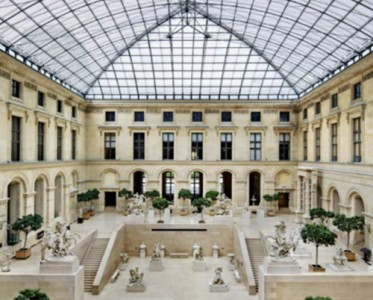 Nicolas Ghesquière與盧浮宮的時裝秀美學
