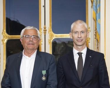 DIOR迪奥首席调香师 荣获法国艺术与文学骑士勋章