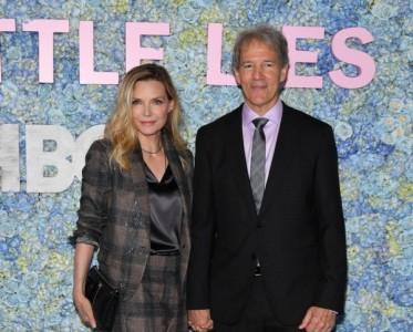 """演员Michelle Pfeiffer身着BRUNELLO CUCINELLI 2019春夏系列亮相""""Big Little Lies""""第二季首映礼"""