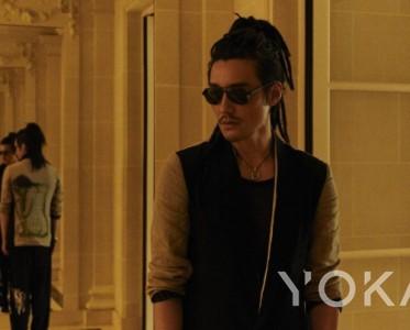 胡兵开启巴黎时装周之旅 鲜明时尚风格尽展中国文化魅力