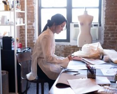 2021春夏纽约时装周 如新成为官方认证设计师Sienna Li指定合作伙伴