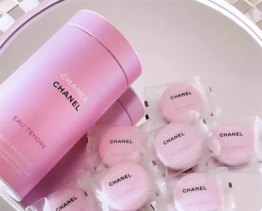 美少女都爱粉红泡泡;「指甲油中的爱马仕」真的来了
