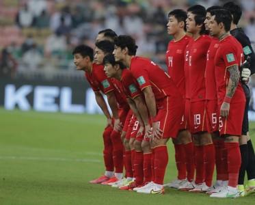 足球报:瘦死的骆驼比马大 本土球员信心勇气不足