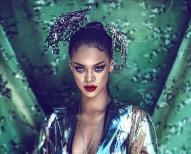 蕾哈娜登杂志封面 中西混搭英气十足