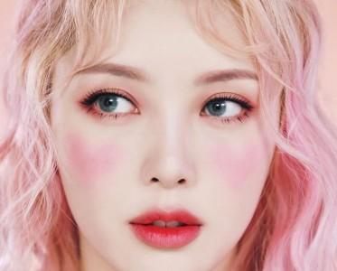 Pony大神示范春天粉粉嫩嫩桃花妆 就连腮红都是桃心形状
