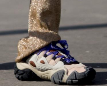 别羡慕!你有无敌大长腿,我有增高运动鞋
