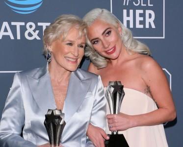 美国评论家选择奖开出双影后 Gaga终于抱?#20040;?#22870;