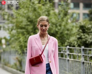 """穿上粉色西装 收下来自情人节的""""甜蜜暴击"""""""