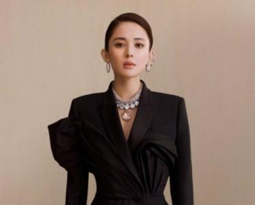 Alexander McQueen官宣娜扎成为其大中华区首位代言人