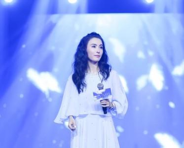 张柏芝生日会 蓝色长裙优雅十足