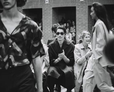 胡兵开启5G直播新时代  伦敦时装周百变LOOK支持新锐