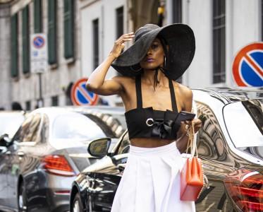 今年夏天想要过得去 要跟小姐姐学戴「草帽」又美又A