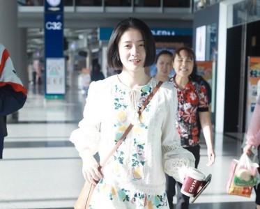 周冬雨的白色连衣裙,才是夏天最甜的味道!