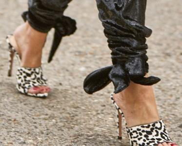 """抓住夏天的尾巴,给鞋子加上动物纹""""野""""一把"""