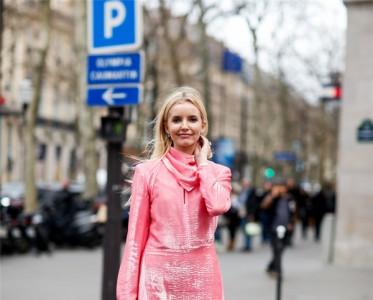 早秋的第一条连衣裙 不应该是丝绒的吗?