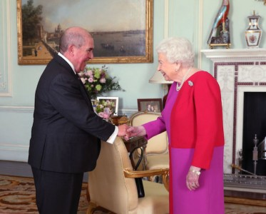 王室风云:女性王室成员最爱的撞色服!