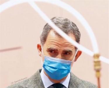 王室風云:西班牙國王戴口罩手套視察方艙醫院