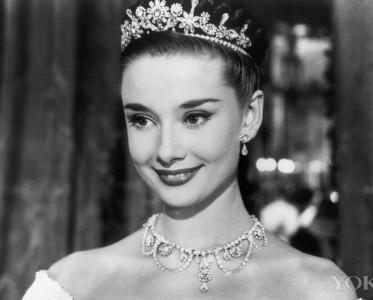 奥黛丽・赫本,唯一可以盖过珠宝光芒的女子!