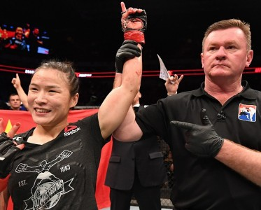 艱難5回合 回顧中國首位UFC冠軍張偉麗奪冠之戰