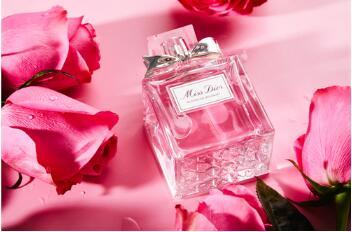 有了迪奥这瓶香氛 女神节送闺蜜礼物绝不输给她男朋友
