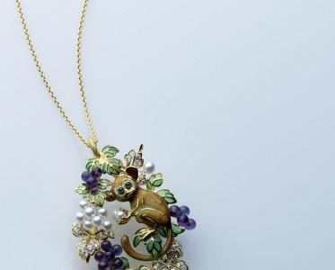 新年戴什么珠宝MIKIMOTO御木本顽猴戏珠
