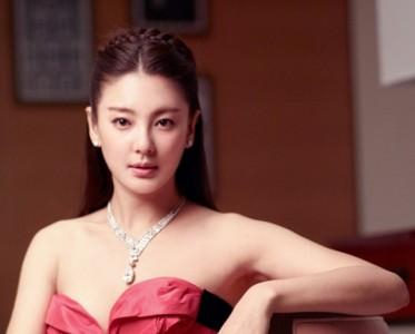 张雨绮佩戴天价钻石项链 演绎高贵版美人鱼