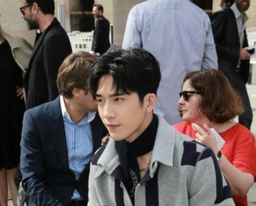 井柏然亮相Louis Vuitton2017春夏巴黎男装秀