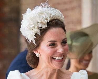 凯特王妃亲身示范新娘发型 自然蓬松秀发一键get