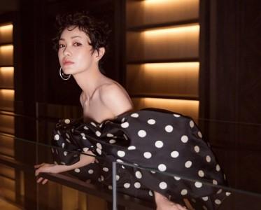 郭采洁性感波点裙亮相活动 妆容性感有范