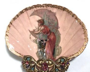 油画家在贝壳上还原一个华丽的维多利亚时代