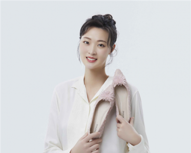 DAPHNE携手品牌挚友元气少女惠若琪