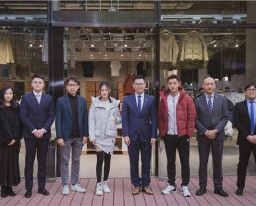 辛芷蕾张继科出席中国首家DESCENTE BLANC店铺