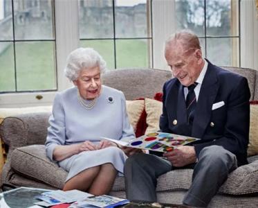 94岁英女王接种新冠疫苗,巴黎时装周取消所有线下秀
