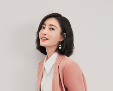 MIGAINO曼娅奴首位品牌代言人——王丽坤