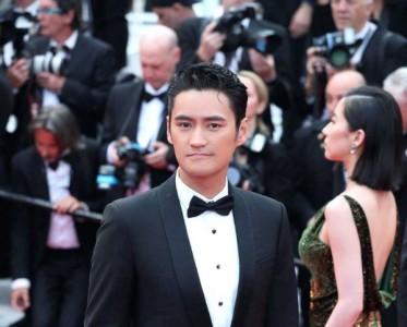 袁弘佩戴寶詩龍亮相戛納電影節《悲慘世界》首映紅毯