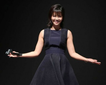 刘涛出席鞋履新品发布会 黑色连衣裙优雅