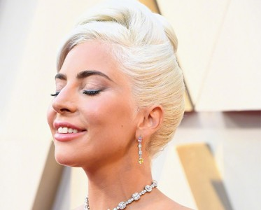 奥斯卡红毯珠宝 Gaga时隔58年再戴传奇黄钻项链!