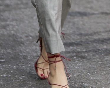 缠?#24179;派?#30340;女人味£¡细带凉鞋性?#26012;?#24535;